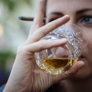 Premie omhoog voor rokers en drinkers